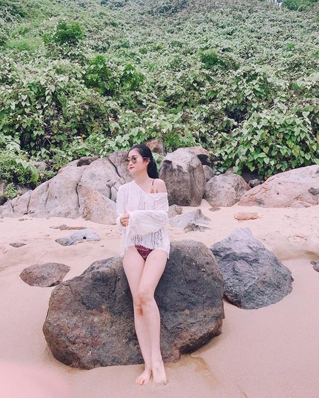 Yêu một cô gái nổi tiếng và gợi cảm thế này, tiền vệ Huy Hùng không tránh được những lúc ghen tuông.