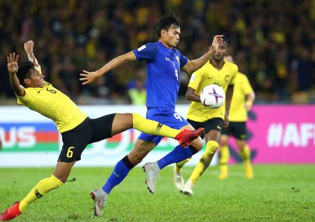 Adisak đã có một trận đấu đáng quên với Malaysia