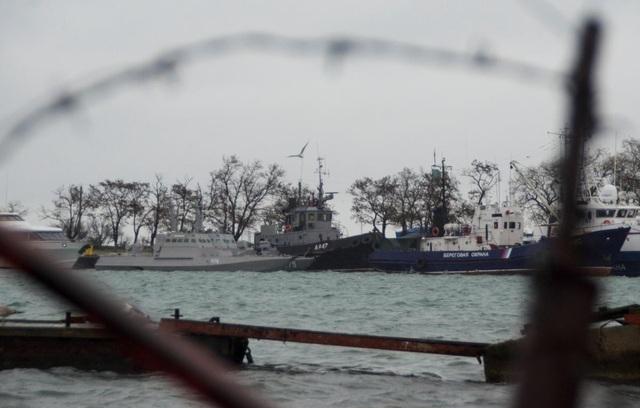 Các tàu Ukraine bị Nga bắt giữ tại Kerch. (Ảnh: Reuters)