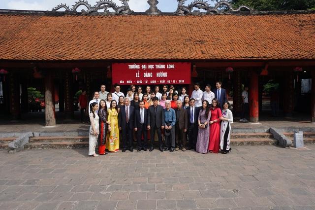 Trường ĐH Thăng Long dâng hương tại Văn Miếu - Quốc Tử Giám nhân kỷ niệm 30 năm thành lập - 2