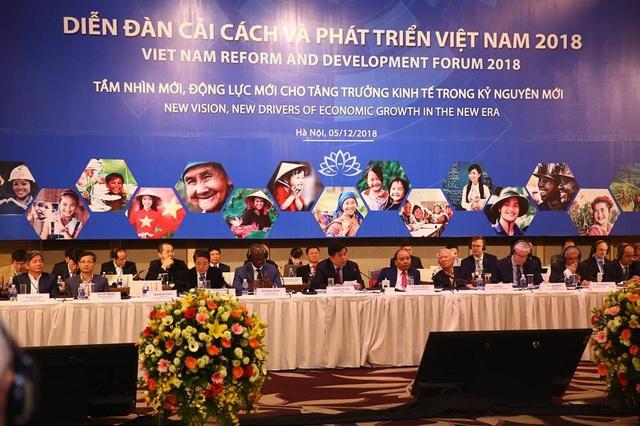 Thủ tướng Nguyễn Xuân Phúc cùng các nhà lãnh đạo quốc tế tham dự Diễn đàn.