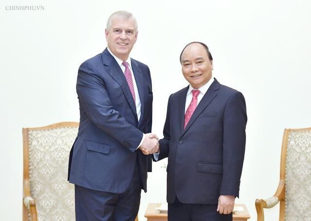 Thủ tướng Nguyễn Xuân Phúc và Công tước xứ York - Hoàng tử Anh Andrew (ảnh: VGP)