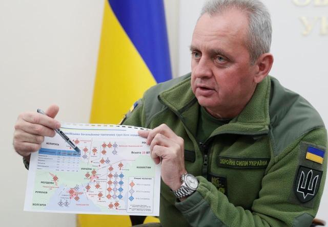 Tướng Viktor Muzhenko công bố các tài liệu trong cuộc phỏng vấn với Reuters ngày 4/12. (Ảnh: Reuters)