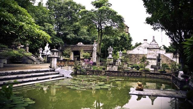 Việt phủ Thành Chương từ lâu đã là điểm tham quan quen thuộc của nhiều du khách trong và người nước. (Ảnh: vietnampackagetravel)
