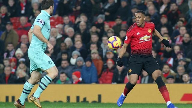 Martial (phải) là một trong hai tiền đạo đá cắm của Man Utd