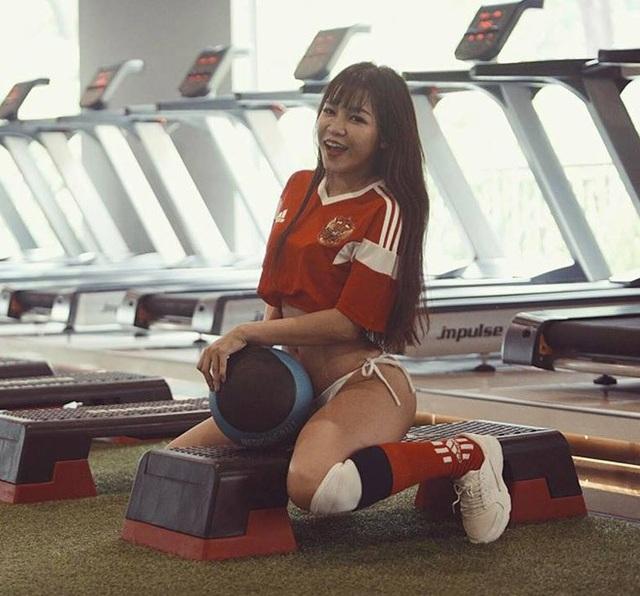 Cũng vì muốn sở hữu vòng 3 bốc lửa, Yến Xuân đã tìm đến phòng gym tập những bài chuyên biệt cho vòng 3.