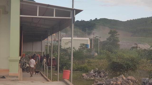 Người dân sống cạnh trạm trộn bê tông này phải kêu cứu vì mức độ ô nhiễm khá nặng n.
