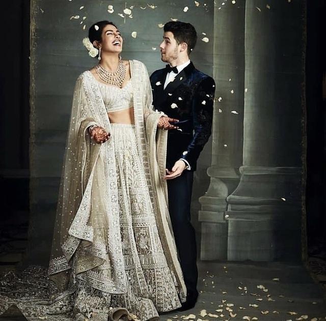 Nick Jonas thì trở thành một trong những sao nam được tìm kiếm nhiều nhất tại Ấn Độ sau đám cưới với hoa hậu thế giới năm 2000