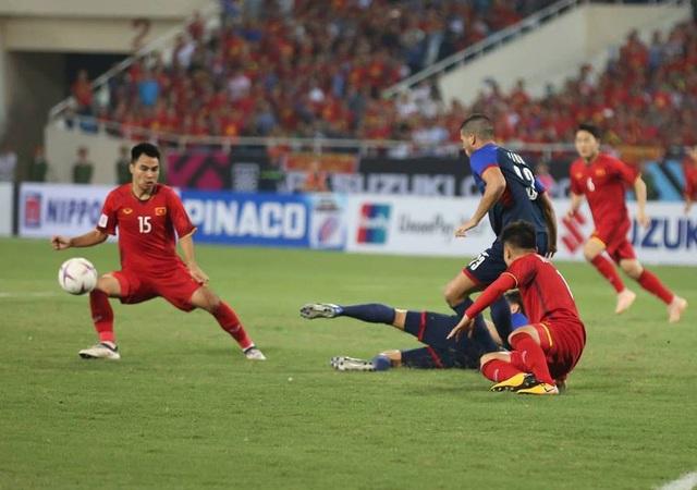 Một pha tranh chấp quyết liệt giữa tuyển Việt Nam và Philippines