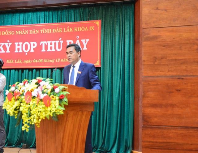 Ông Y Biêr Niê - Phó Bí thư Tỉnh ủy, Chủ tịch HĐNĐ tỉnh Đắk Lắk phát biểu liên quan đến việc ngành giáo dục đang thiếu giáo viên.