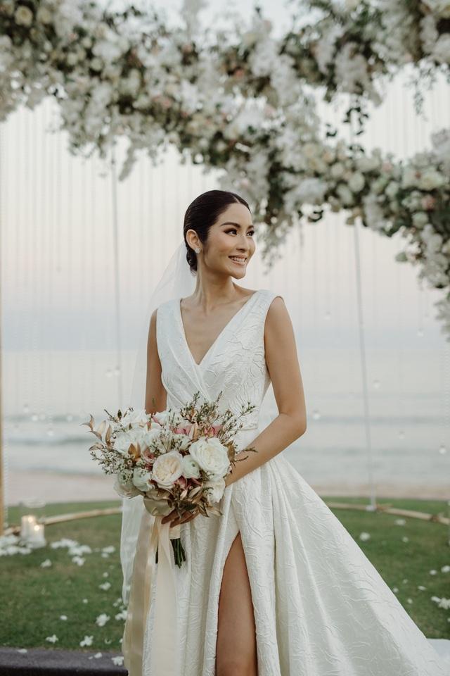 Hoa hậu Thái Lan chọn cho mình phong cách trang điểm nhã nhặn và nhẹ nhàng