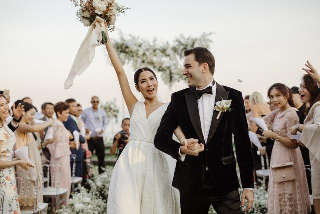 Vợ chồng Farung Yuthithum đã có một hôn lễ rất ấm cúng bên gia đình, bạn bè
