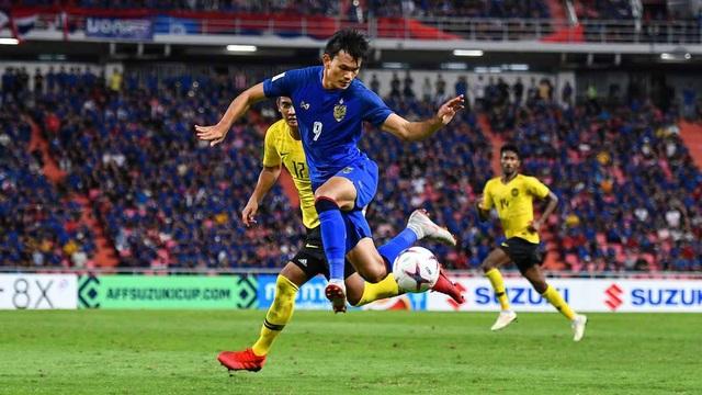 Adisak Kraisorn đã có một trận đấu đáng quên trước Malayslia tại Rajamangala