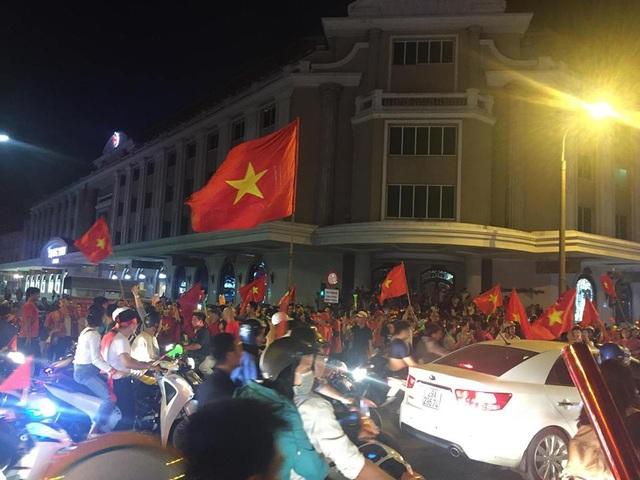 Khu vực ngã tư phố Tràng Tiền - Hàng Bài.