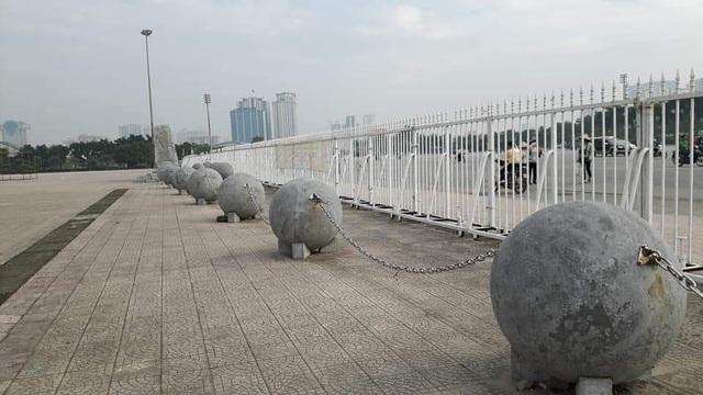 Những quả bóng xích trước đó tại sân Mỹ Đình.