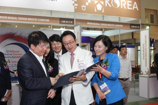 Khai mạc Triển lãm Vietnam Medipharm Expo lần thứ 25 - 3