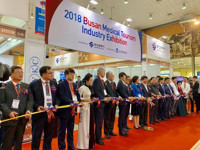 Khai mạc Triển lãm Vietnam Medipharm Expo lần thứ 25 - 1
