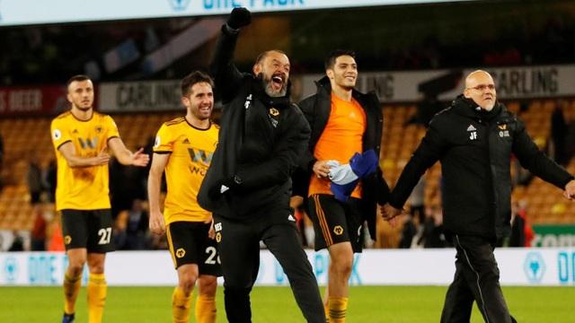 Niềm vui của thầy trò HLV Nuno, sau sau trận đấu chỉ có một điểm, họ đã có chiến thắng hoành tráng trước Chelsea