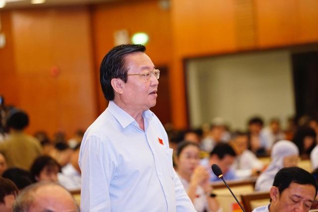 Ông Lê Hồng Sơn - Giám đốc Sở GD-ĐT TPHCM cho biết TPHCM vẫn còn đang chờ khung chương trình các môn học của Bộ GD-ĐT.