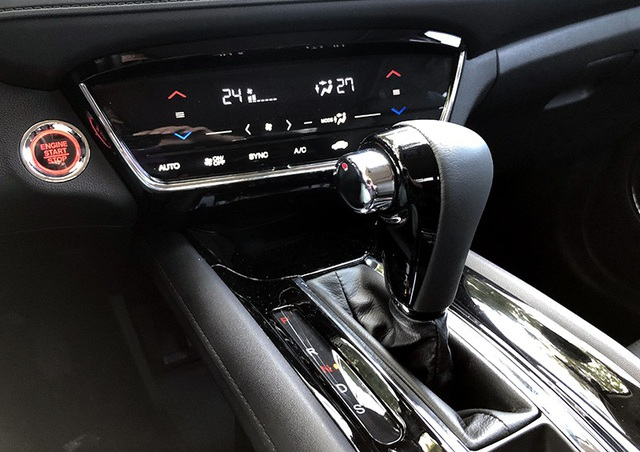 Ngoài lẫy chuyển số trên tay lái, hộp số của HR-V còn có chế độ vận hành thể thao