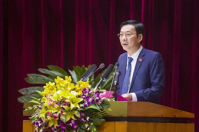 Ông Nguyễn Văn Đọc, Chủ tịch HĐND phát biểu tại kỳ họp (ảnh QTV)