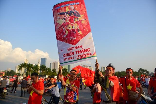 Băng rôn dự đoán dự số trận tới Việt Nam 3-1 Philippines.