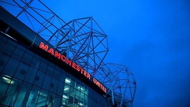 Old Trafford trước giờ bóng lăn, Man Utd có lợi thế sân nhà nhưng đội bóng này đang không có thành tích tốt gần đây nên cổ động viên họ vẫn phải lo lắng khi tiếp đón Arsenal