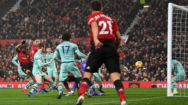 Cũng không lâu sau khi bị thủng lưới, Man Utd đã gỡ hòa