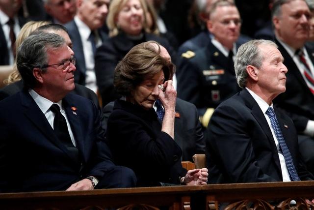Những giọt nước mắt trong tang lễ cố Tổng thống Bush.