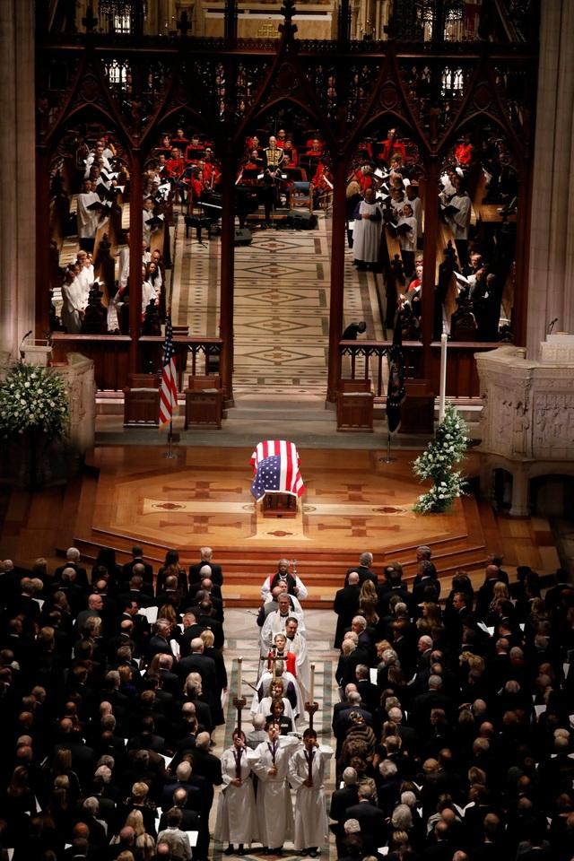 Thay mặt gia đình, cựu Tổng thống George W. Bush đã có bài phát biểu xúc động tiễn đưa người cha quá cố.