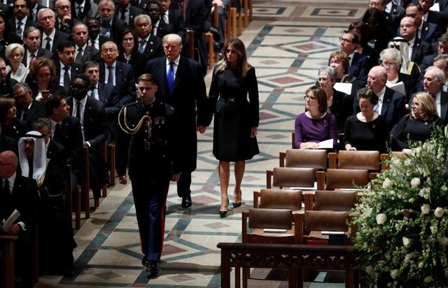 Tổng thống Donald Trump và phu nhân Melania đã tới dự tang lễ của cố Tổng thống Bush tại Nhà thờ Quốc gia Washington.
