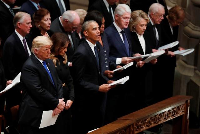 Các nhà lãnh đạo cùng nhau cầu nguyện cho cố Tổng thống Bush.