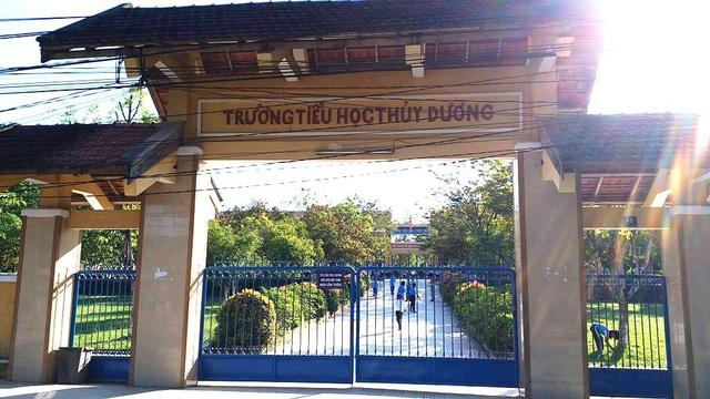 Cô giáo Nguyễn Thị H.M. chủ nhiệm lớp 1/2 trường Tiểu học Thủy Dương bất ngờ không đến trường gần 1 tháng nay và không có đơn nghỉ phép theo đúng quy định