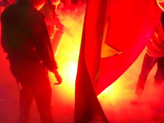 Hà Nội: Công an xử lý nhiều trường hợp đốt pháo sáng tại SVĐ Mỹ Đình - 9