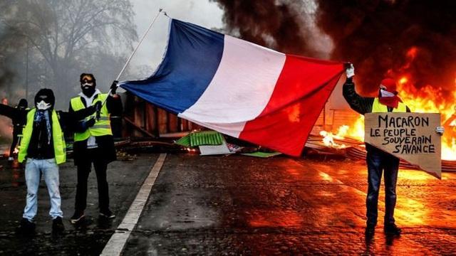 Người biểu tình Áo vàng tại thủ đô Paris. (Ảnh: AFP)
