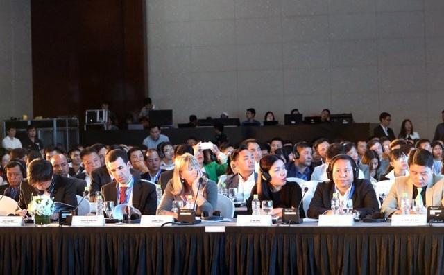 Các đại biểu trong và ngoài nước đóng góp ý kiến giúp phát triển du lịch Việt Nam