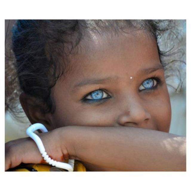 Những đôi mắt nhìn một lần và mãi mãi không thể nào quên - 1