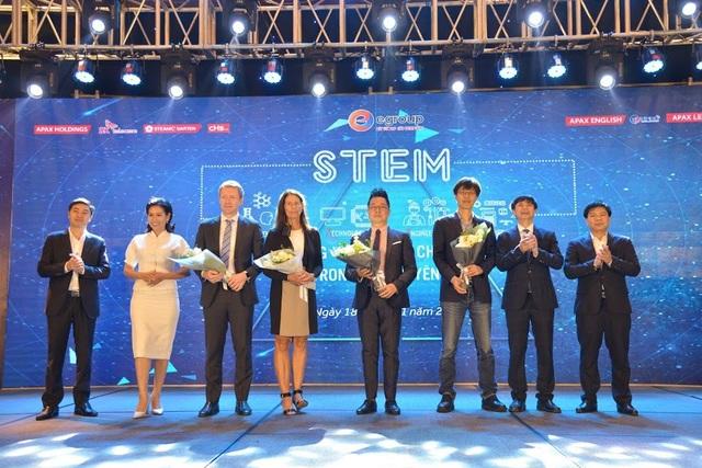 Bốn diễn giả hàng đầu thế giới chia sẻ những tham luận vô cùng quý báu trong buổi hội thảo STEM do tập đoàn Egroup tổ chức.