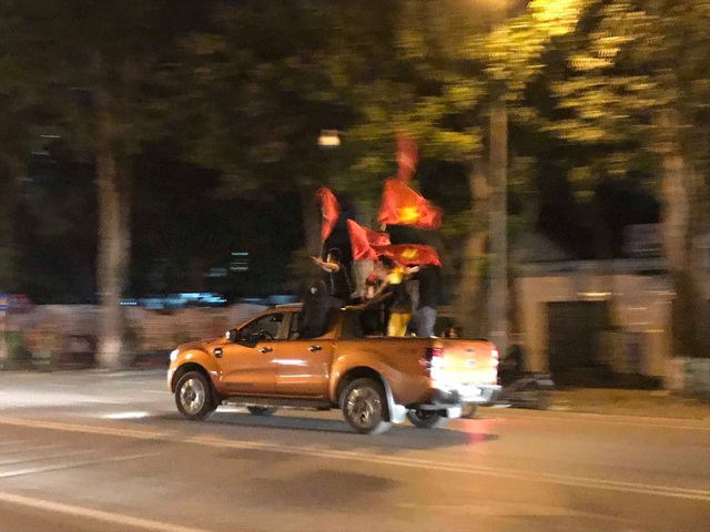 Hàng triệu người đổ ra đường mừng tuyển Việt Nam vào chung kết - 28