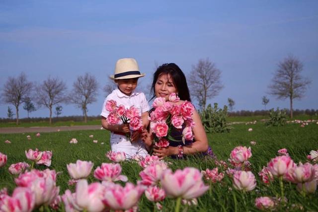 Trái ngọt tình yêu của chị Lips Phạm và người chồng Hà Lan là chàng hoàng tử mang tên 2 quê hương: TulipsVietHa