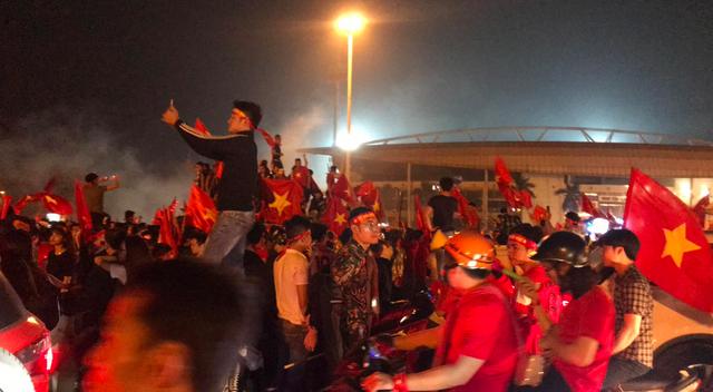 Hàng triệu người đổ ra đường mừng tuyển Việt Nam vào chung kết - 44