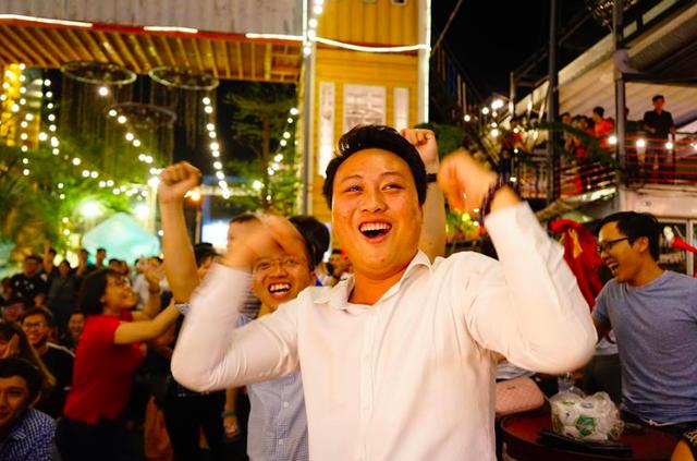 Hàng triệu người đổ ra đường mừng tuyển Việt Nam vào chung kết - 29