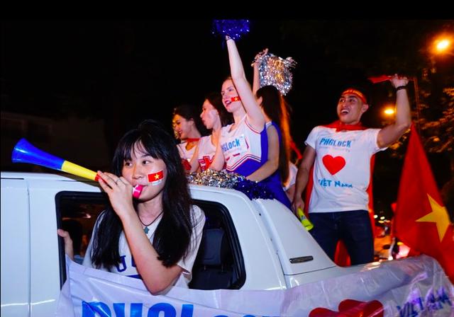 Hàng triệu người đổ ra đường mừng tuyển Việt Nam vào chung kết - 31