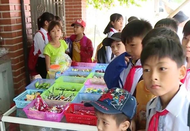Tỉnh Thanh Hóa chỉ đạo chấn chỉnh việc kinh doanh thực phẩm quanh khu vực trường học.