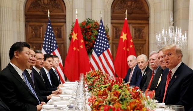Tổng thống Donald Trump và Chủ tịch Tập Cận Bình cùng các quan chức cấp cao Mỹ - Trung hội đàm bên lề hội nghị G20 tại Argentina. (Ảnh: Reuters)