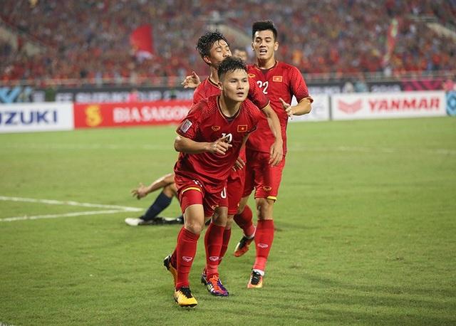 Quang Hải ăn mừng bàn thắng mở tỷ số vào lưới Philippines