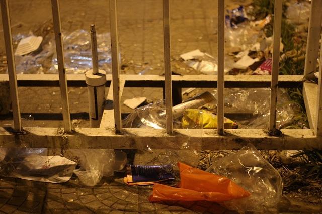 Choáng ngợp với cảnh ngập rác trên sân Mỹ Đình sau chiến thắng nghẹt thở - 4