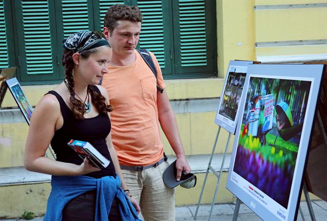 Triển lãm thu hút du khách nước ngoài.
