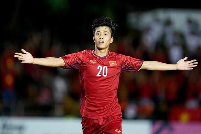 Dù không trực tiếp ghi bàn thắng nhưng với nhiều cổ động viên tại Việt Nam, Phan Văn Đức là cầu thủ xuất sắc nhất trận đấu với những cống hiến thầm lặng, trong đó có pha kiến tạo để Quang Hải ghi bàn mở tỉ số