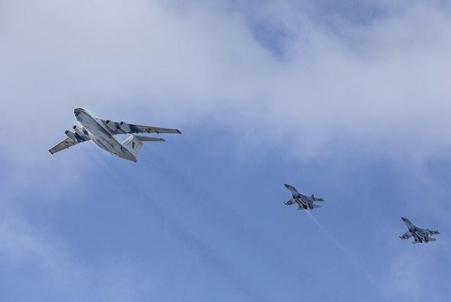 Sau khi nhận những lời động viên từ Tổng tư lệnh quân đội, đơn vị tấn công xung kích của Không quân Ukraine đã ngay lập tức triển khai lực lượng tới điểm nóng để sẵn sàng chiến đấu.